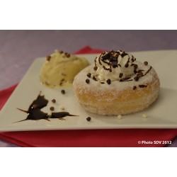 Donut au sucre, chantilly et glace vanille