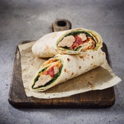 Wrap veggie tomate et pousses d'épinard